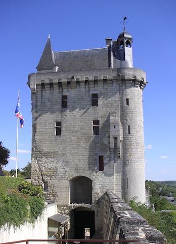 gite_Chinon-tour-de-l-horloge-chateau-de-chinon-1